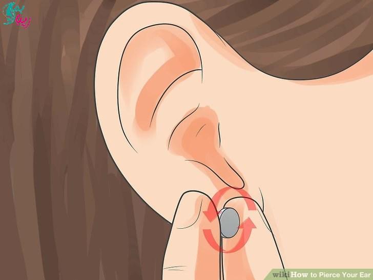 چرخاندن گوشواره در گوش