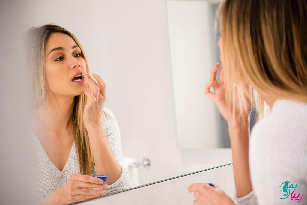 استفاده از وازلین برای درمان خشکی پوست لب