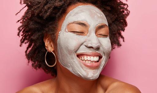 ماسک خاک رس برای از بین بردن منافذ باز پوست