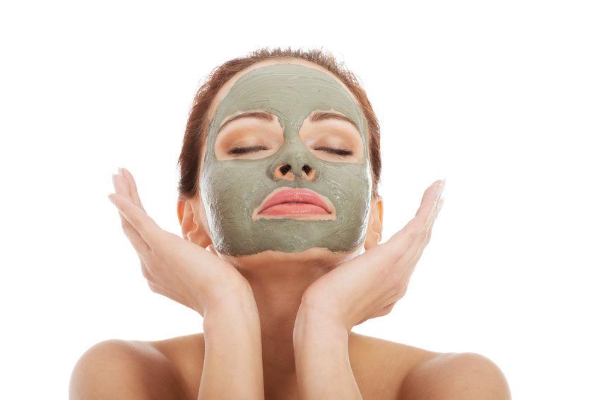 ماسک خاک رس برای از بین بردن منافذ پوست