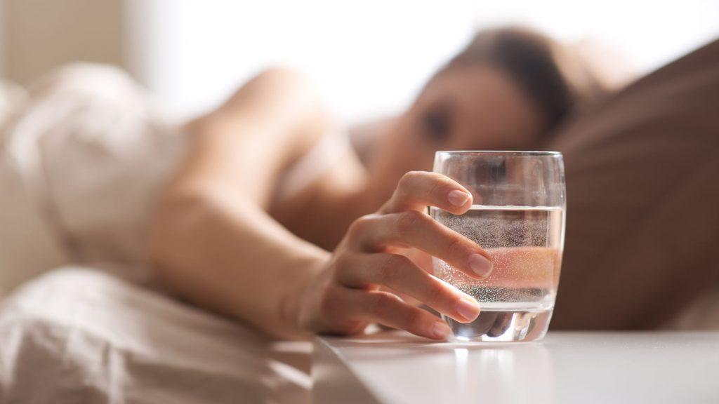 نوشیدن آب در صبح