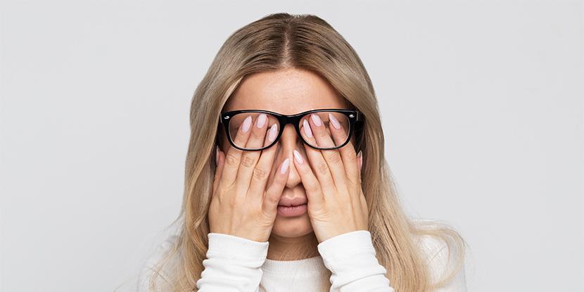 آیا کمپرس گرم یا سرد می تواند به تسکین علائم خشکی چشم کمک کند؟