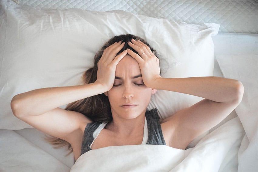 کمبود خواب و سردرد و هر آنچه باید در مورد آن ها بدانیم