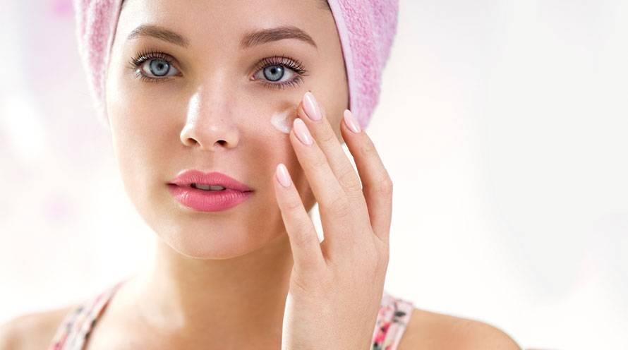 چه چیزی می تواند باعث خشکی پوست اطراف چشم شود