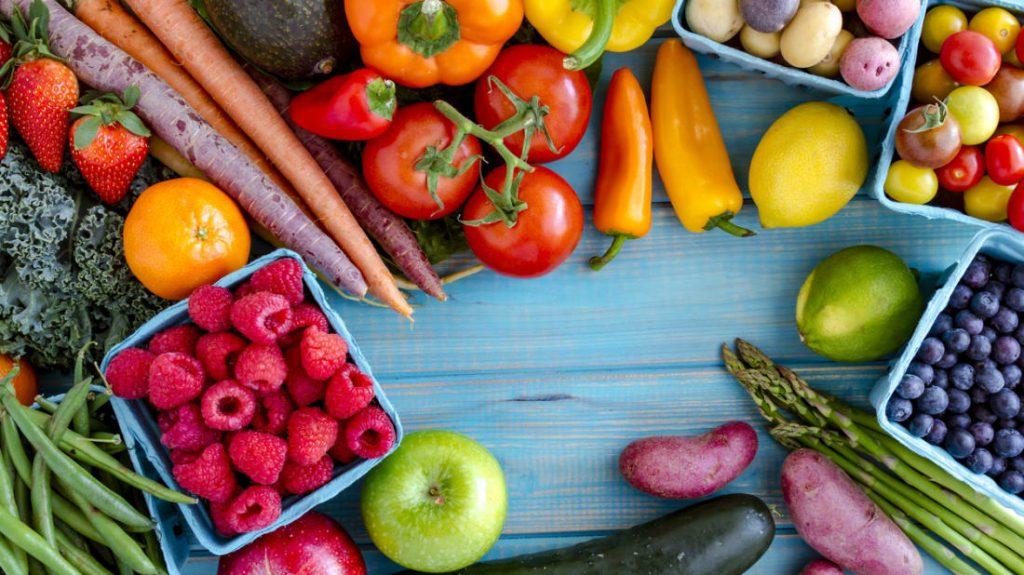 تفاوت میوه ها و سبزیجات در چیست و جایگاه مهم آن ها در زندگی